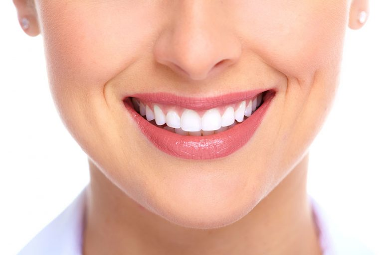 Read more about the article 5 alimentos que prejudicam sua saúde bucal e cor dos dentes